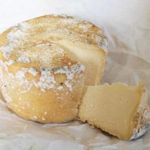 蚤の市で買った、農家さんが作ったチーズ Tomme de chevre☆