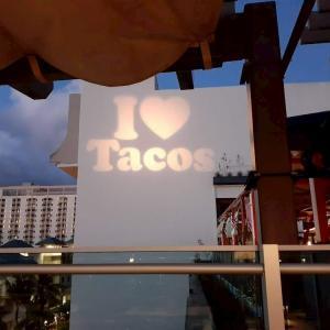 【食レポ】ハワイで食べるメキシコ料理『BUHO WAIKIKI LCC』|金曜日にはヒルトンホテルの花火も観れる!