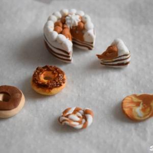その③【検証】100均のオーブン粘土でつくる作品『ドーナツとケーキ』丸めたり捻ったり切ったり