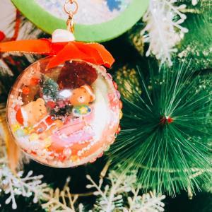 昨日はクリスマスツリーを飾り付ける日でした