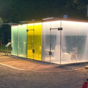 日本の渋谷区に設置された透明な公衆トイレ[韓国ネット民]ロックするまで我慢できずに放出すると大変なことに・・・