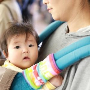 【抱っこ紐使用時の暑さ対策6選】赤ちゃんのお腹の蒸れを防ぐには?