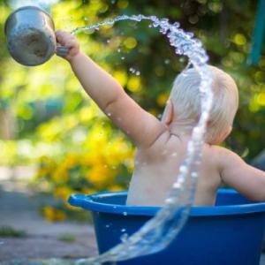 【よく汗をかく赤ちゃん!】赤ちゃんの水分補給の4つの方法