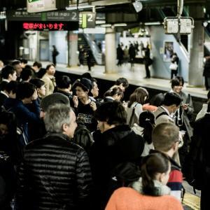 【通勤】満員電車に乗るのは無駄です|メリットはないので、時間を有効活用しましょう