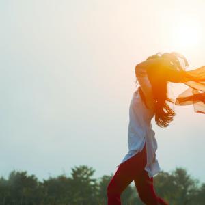 【自由に生きる】社会のレールから外れたら、幸福度が上がった話