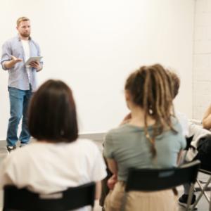 英会話講師派遣のファインは ローコストで英会話能力の底上げができる!