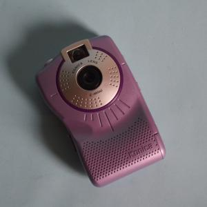 【おもちゃデジカメクロニクル 32】老舗カメラメーカーの低価格デジカメ Konica e-mini