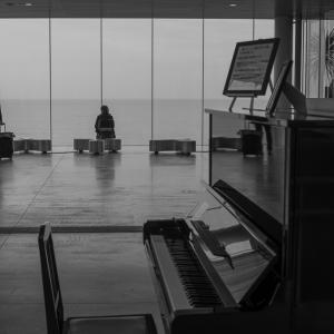(ピアノのある)海の見える駅