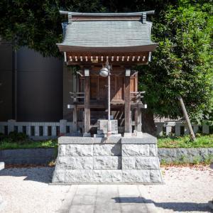 木々に包まれた神社