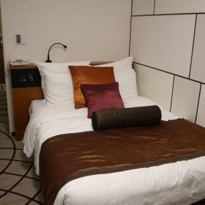 【IHG】【宿泊記】ANAクラウンプラザホテル大阪4 シングルルーム ウエルカムドリンククーポンで「ザ・ライブラリーバー」も利用しました