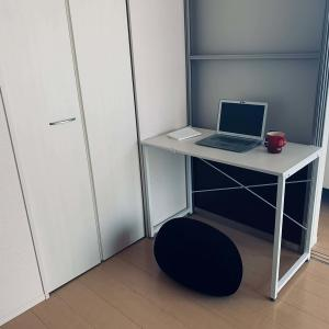 リビング横の部屋にちゃっかり自分の書斎スペース