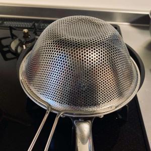 フライパンでメンチカツを揚げ焼き