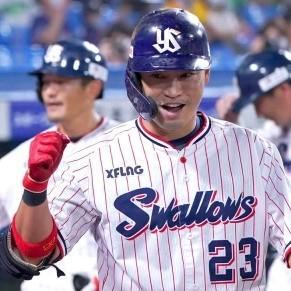 8/22 対阪神 村上10号、青木9号満塁打で追い上げるも及ばず連敗 新外国人投手クック、制球乱れ大量失点で降板