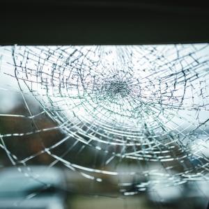 高齢者の自動車事故目立つも自賠責保険料4月から16.4%値下げへ