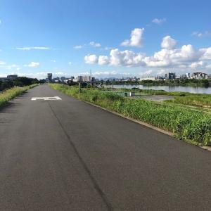 夏のサイクリングは早朝に限る。気が狂うほどの異臭と戦いながら荒川土手をポタリング!