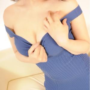ぽってりと厚い唇と豊満なバストがたまらない!!お色気お姉さん『ふじこちゃん』のプロフ写真を取り直しましたよ~(*^-^*)