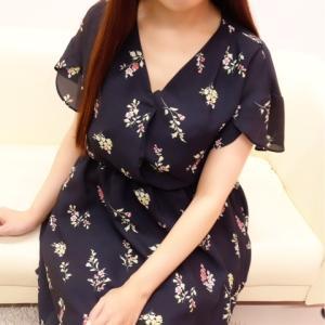 おっとりとした雰囲気と優しさ溢れる笑顔が魅力的『かすみちゃん』のご紹介♪女性らしいしなやかなボディラインは必見ですよ~(*´з`)
