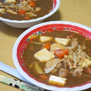 黄燜鶏と麻婆豆腐を足して二で割ったら…『鶏肉と豆腐の中華味噌煮込み』