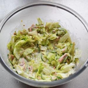 ご飯にも合うサラダ『レタスとキュウリのツナサラダ』