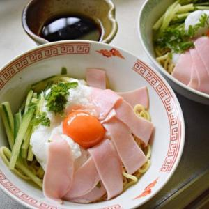 メレンゲと卵黄の食感が楽しい『ふわっと冷やし中華風油そば』