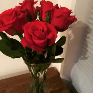 Instagram 赤いバラ 花言葉「あなたを愛しています」