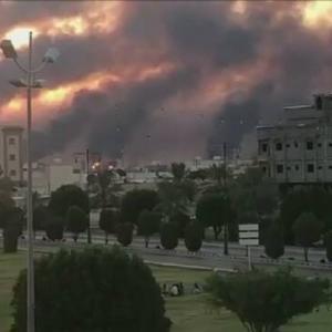 サウジアラビアの世界最大規模の原油施設 10機のドローンで攻撃され火災 原油価格に影響