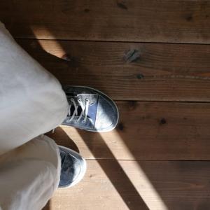 洗いざらしの爽やかさを感じる靴