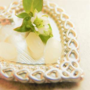 米粒と小さい花