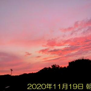 朝焼けと彩雲と三日月と火星と木星と飛行機 いろいろ撮れちゃいました
