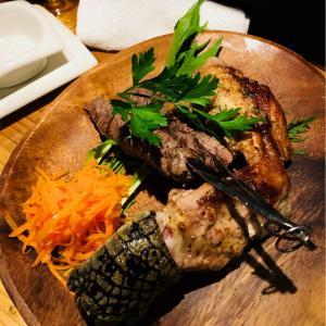 カンガルーの串焼き&ワニの足の塩コショウ焼き