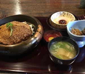 埼玉県秩父郡横瀬町「御食事処正丸」でわらじかつ丼と舞茸天ぷらそばを食べる!なかなかのボリュームで驚き⁉