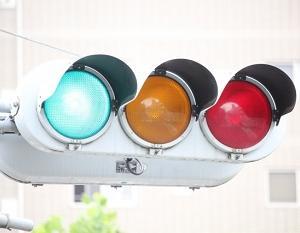 信号機の色が青・黄・赤の理由はなぜ?