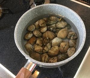 回転寿司で出てきそうな『あさり汁』を作る!あさりの旨味を引き出して仕上げる方法