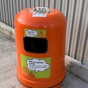 香港の街中のゴミ箱について。