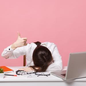 仕事で我慢は必要?いつまで耐えるべき?我慢しすぎでもう辞めたいなら転職しよう