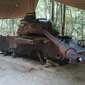 ベトナム ホーチミンのクチトンネルでライフル射撃してみた!!