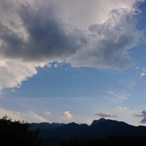 モグラ型の雲と穴あき夕焼け雲