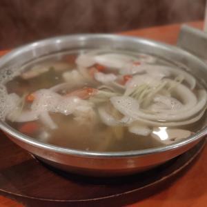 透明なスープのトムヤムクン!?『トムヤムナムサイ』|タイ屋台999(カオカオカオ)@中野店