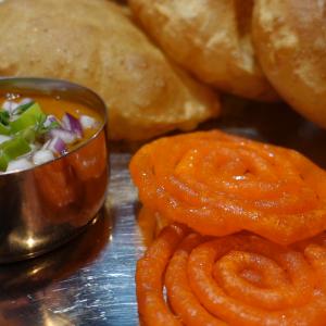 【ネパール人気スイーツ】ジェリプリの魅力と食べ方!@パ ヴィレッジ大久保|बसाई बिदेशको स्वाद अनि मन  नेपालको