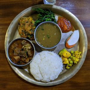 アジア食材店だと思ったら奥は最高に美味いダルバートが堪能出来るネパールレストランだった!【ベトガト】