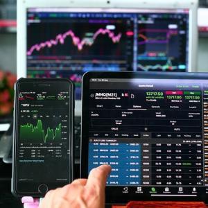 資産が少ないとS&P500の利回りでは増えない。かといって高い利回りが成功する前提もおかしい。