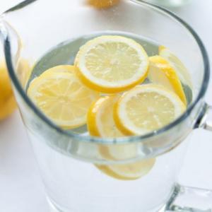 レモンウォーターはダイエットに効果あり?作り方とアレンジ方法も【解説】市販品でもいい?