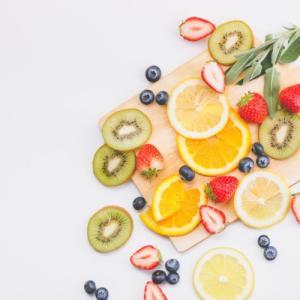 ダイエットで肌荒れする人【必見】改善する食べ物は?ビタミンを食事に取り入れて美肌になる理由を解説!