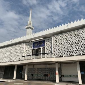 マレーシア国立モスクMasjid Negara、初イスラム礼拝堂。