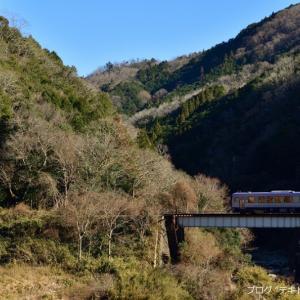 橋梁を渡るキハ120