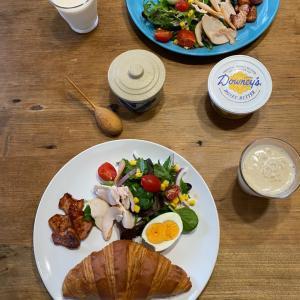 コストコ飯をIKEAのお皿で食べるシアワセな朝!!