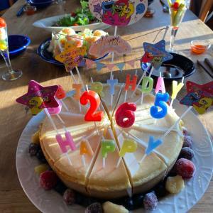 賑やかに誕生日と父の日のお祝いさせて頂きました。