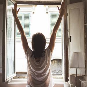 疲れが取れないのは睡眠時間が長すぎるせいかも?最適な睡眠時間を見つけよう!