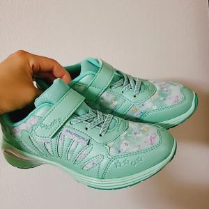 3,500円飛んでった!小2娘が選んだ飛びっきり可愛い通学靴
