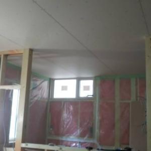天井が少しきれいになってきた